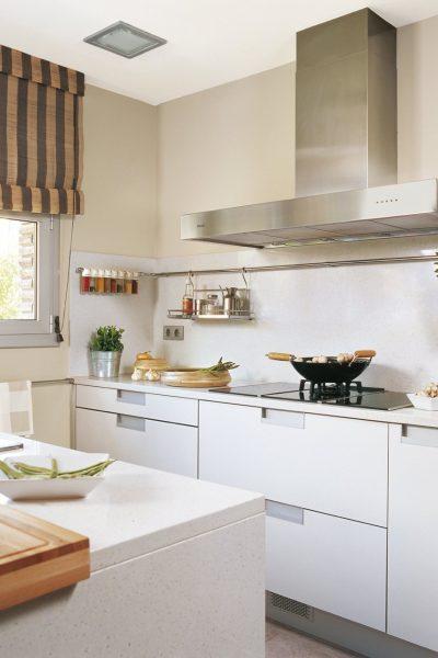 cocina_con_barras_en_el_salpicadero_1224x1280
