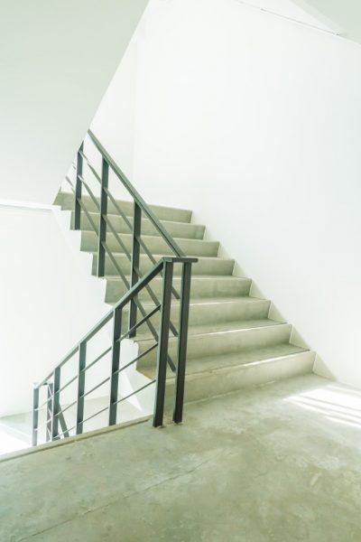 escalera-salida-emergencia-evacuacion_1203-10487-2